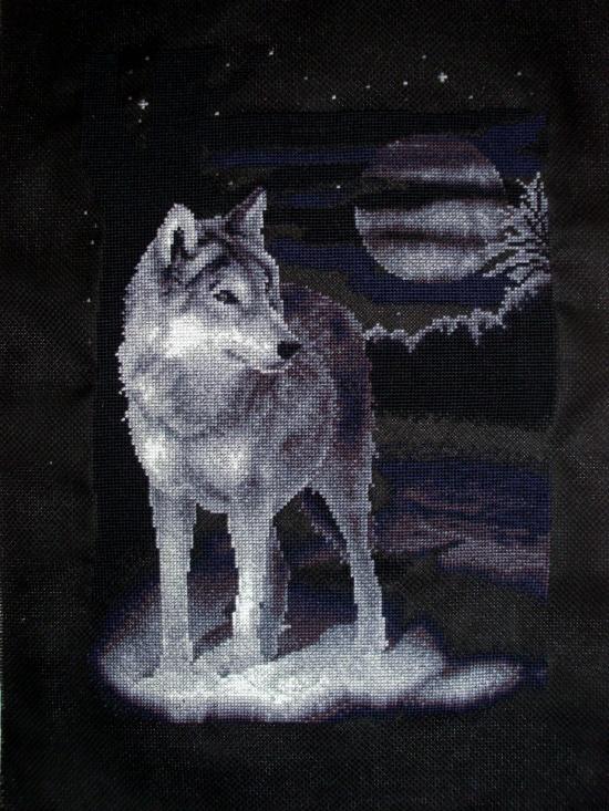 Вышитая работа 'Белый волк'