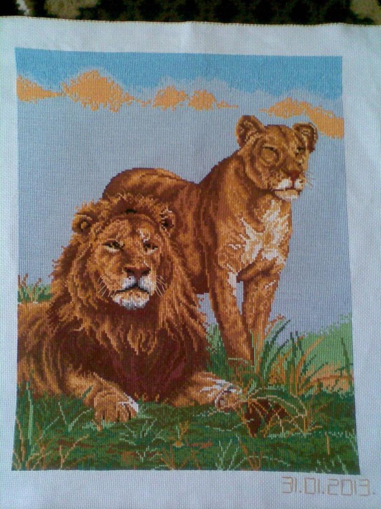 Вышитая работа 'Лев и львица'